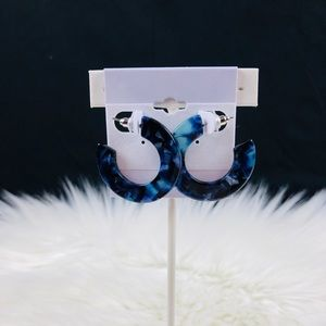 Jewelry - Cute fashion hoops with shades of blue